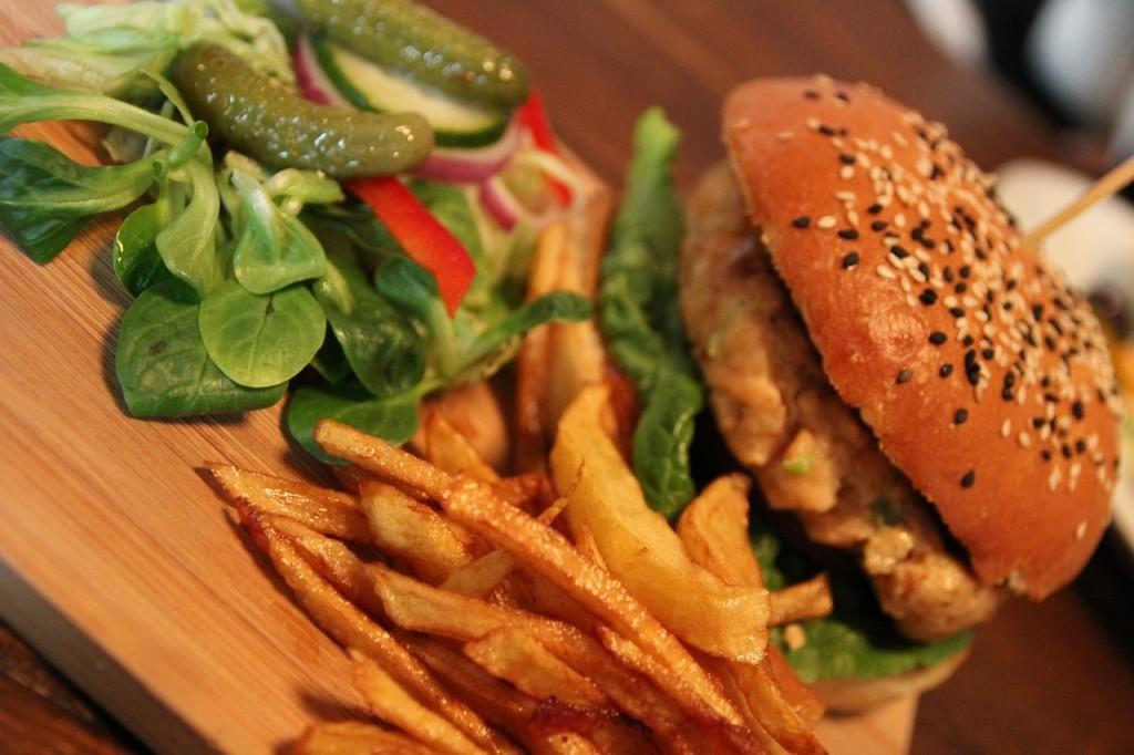 ハイカロリーのハンバーガー