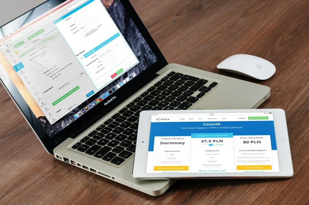 パソコンとタブレット ブログのデザイン